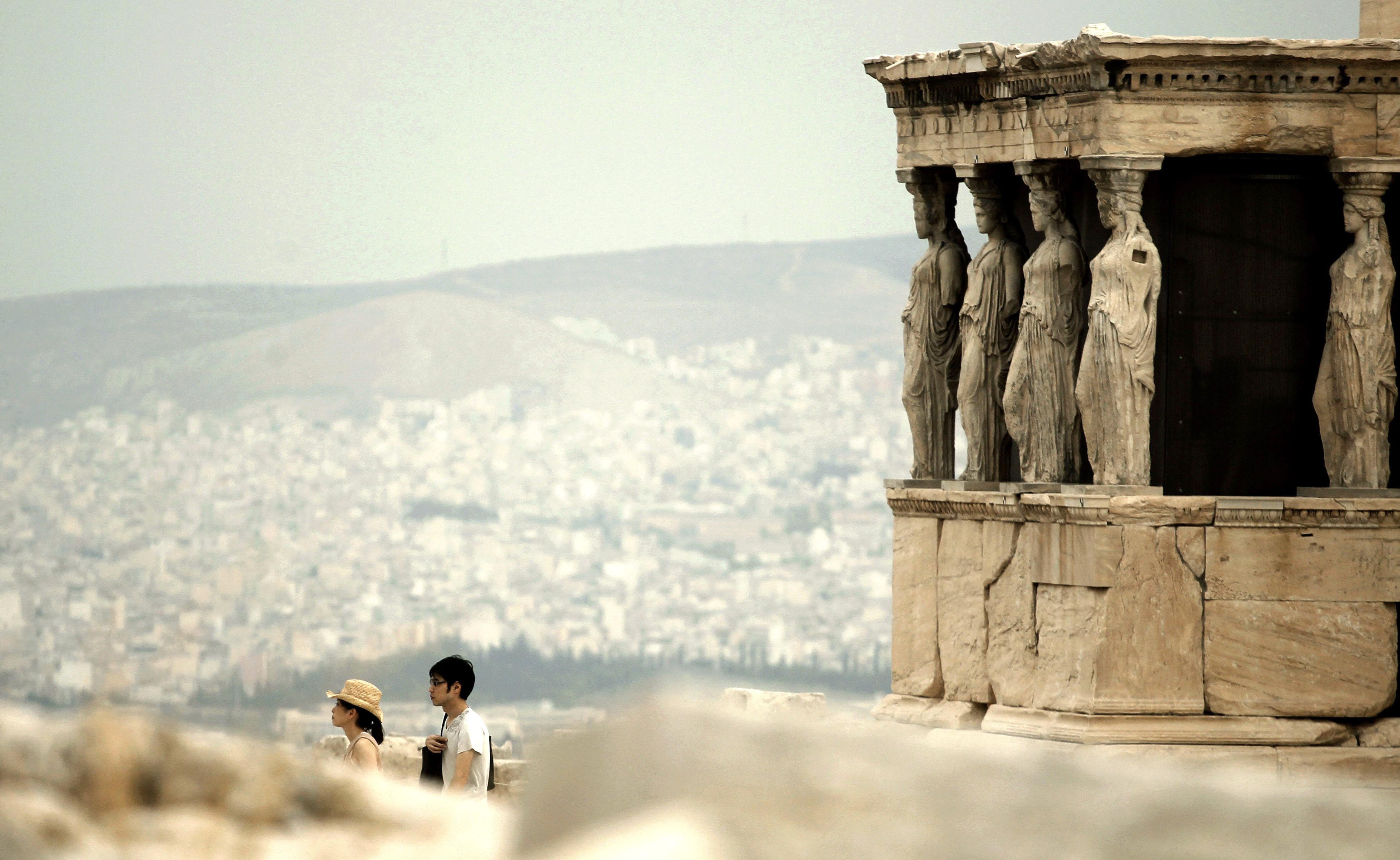 sculpturi feminine acropole