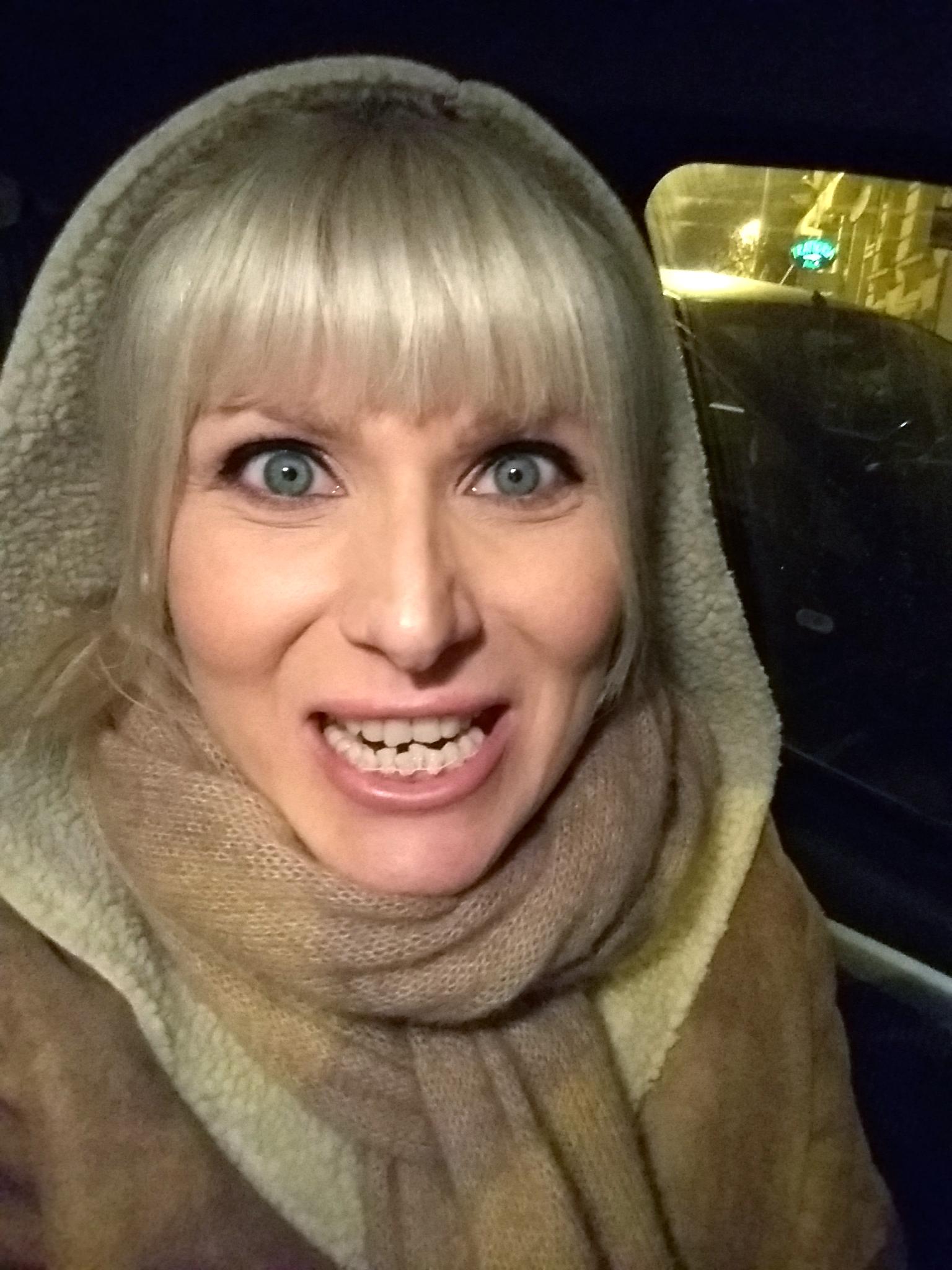 femeie aparat dentar safir