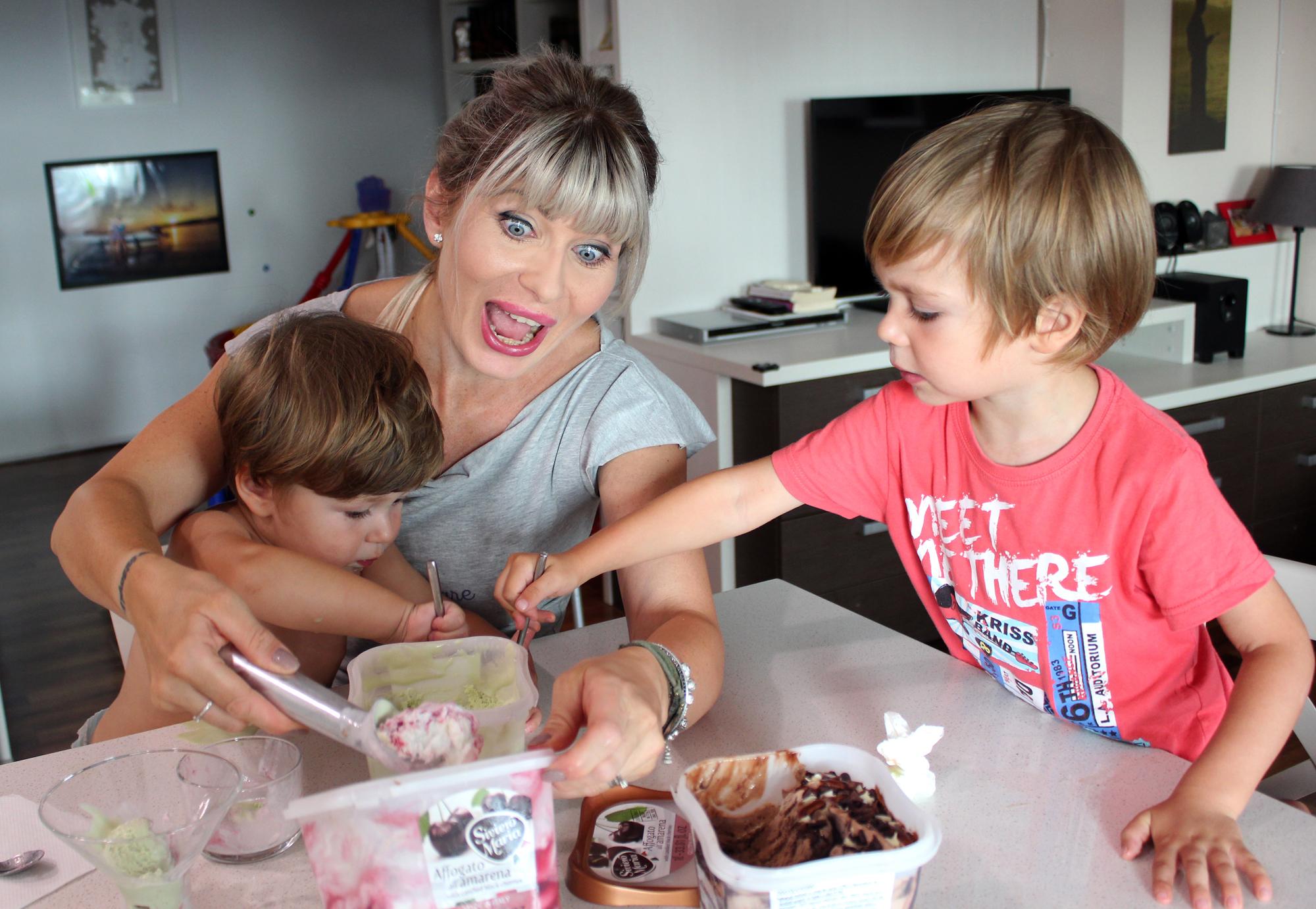mama copii cearta inghetata gelato siviero maria
