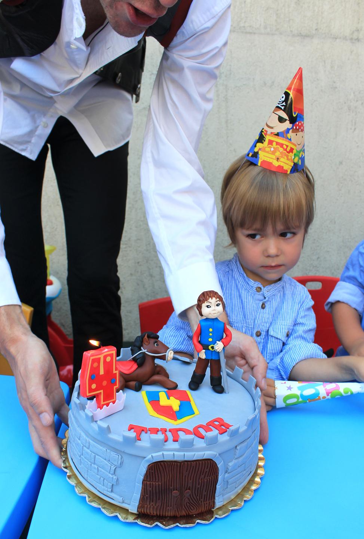 copil aniversare zi de nastere tort animator
