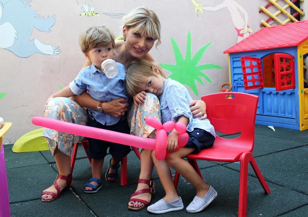mama copii petrecere zi de nastere gradinita