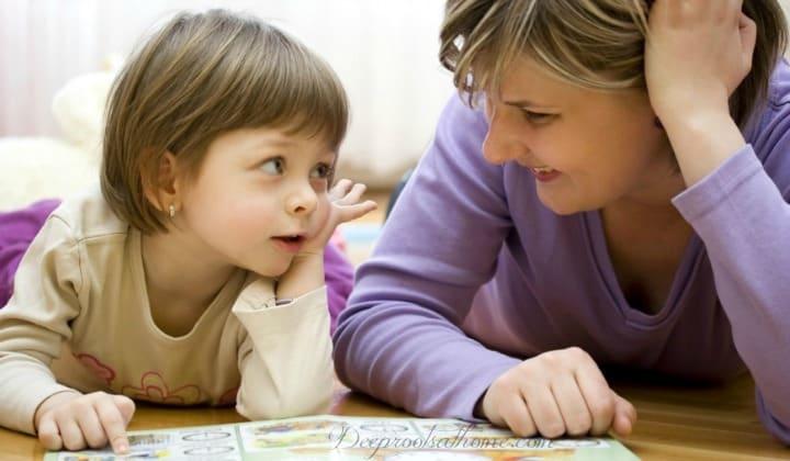mama vorbeste copil fetita carte