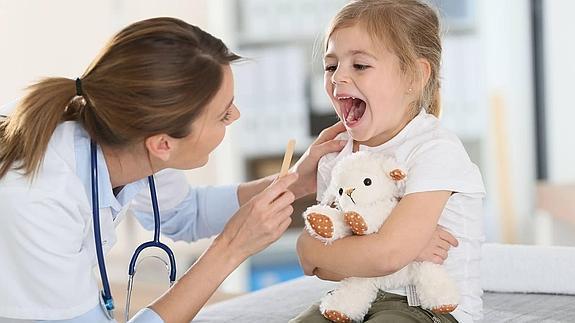 copil examen medical clinic medic de familie pediatru