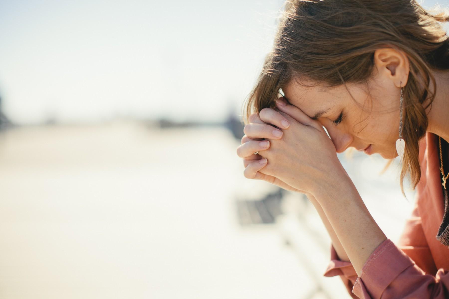 femeie disperare tristete depresie
