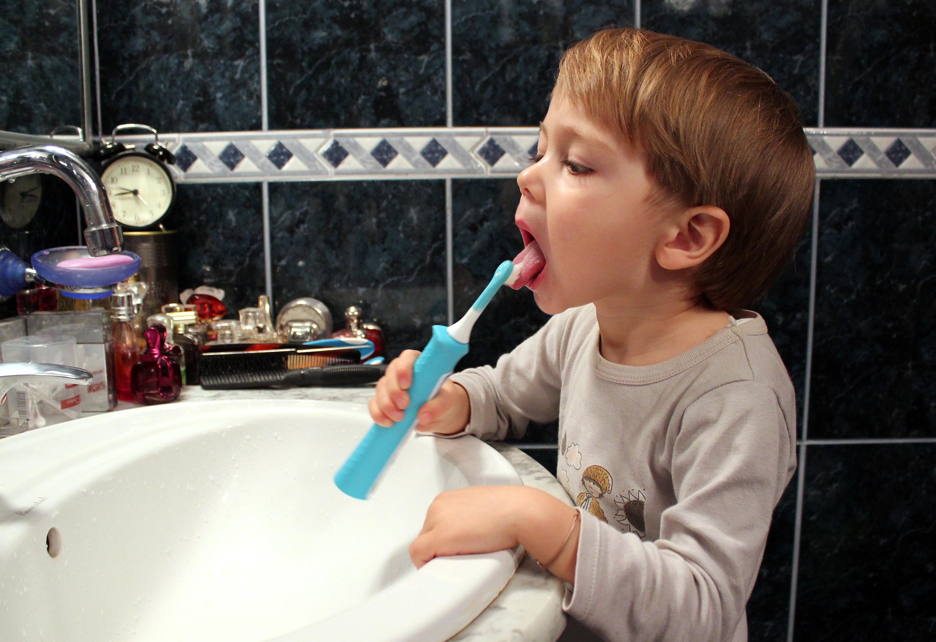 Tudor curata limba periuta electrica Philips Sonicare for Kids