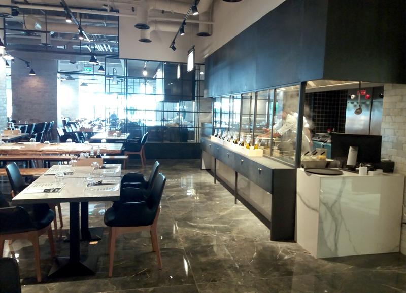 interior restaurant aperto mall vitan