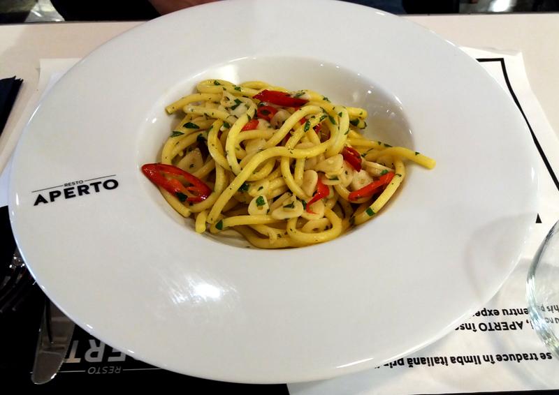 spaghetti aglio olio peperoncino restaurant aperto mall vitan