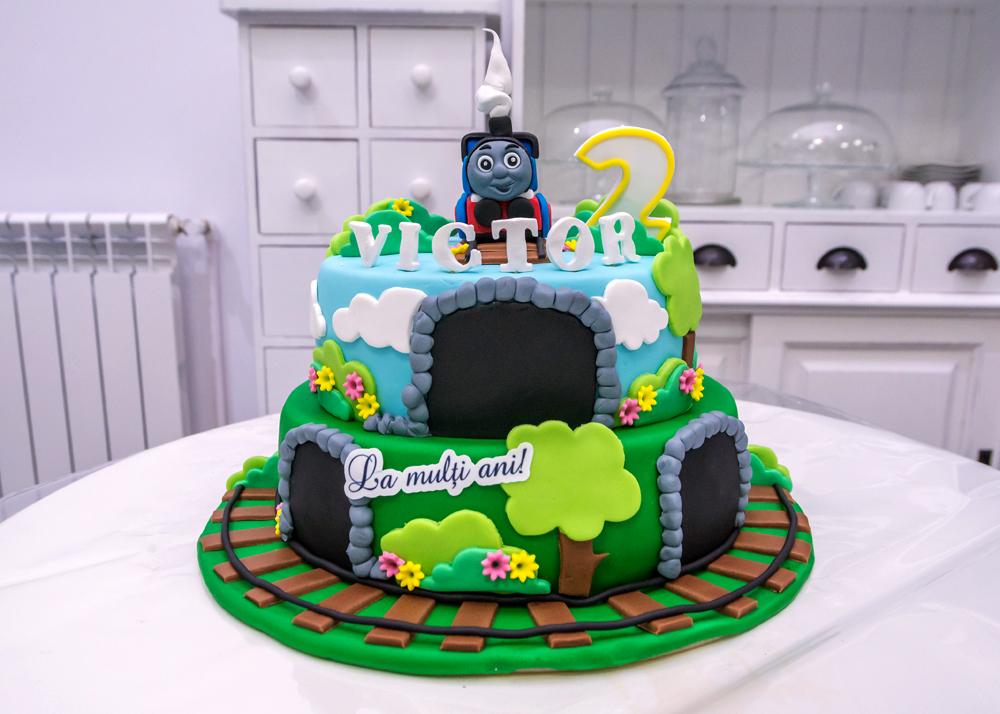 tort thomas atelierul de zahar petrecere copii club zarva