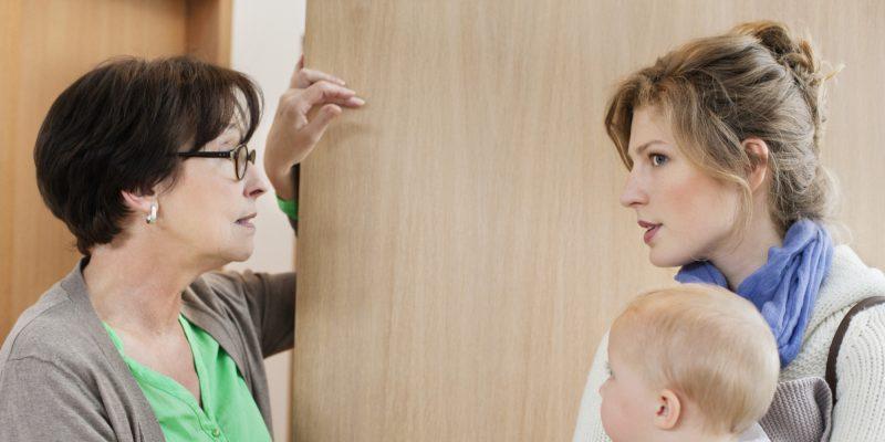 mama ajutor femeie copil mic