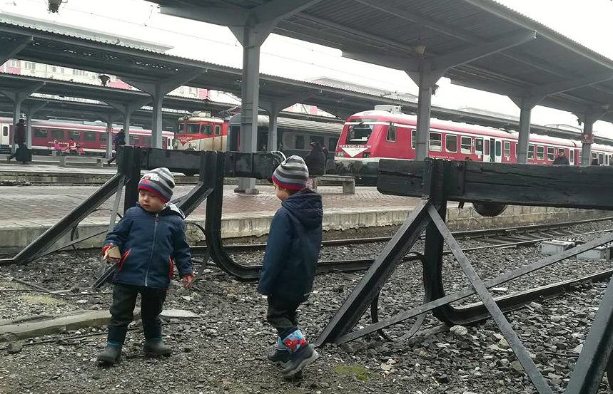 Gara de Nord trenuri copii sine