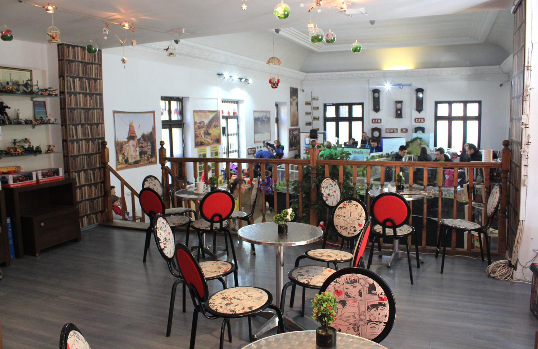 cafenea 2 expozitia de trenulete sinaia
