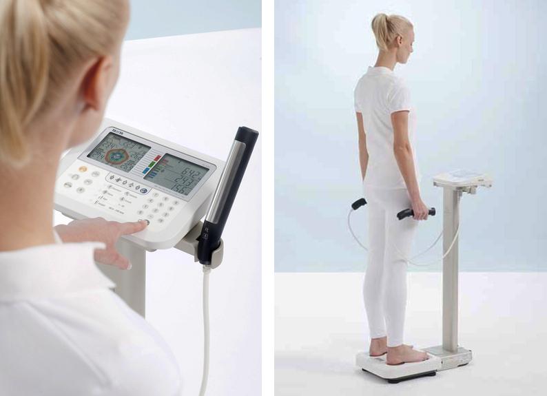 femeie evaluare corporala Tanita MC-780 body analyzer