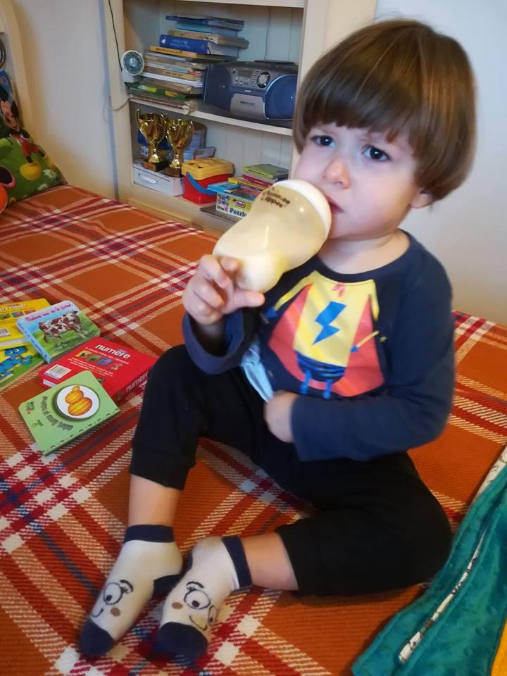 copil bolnav febra viroza biberon lapte