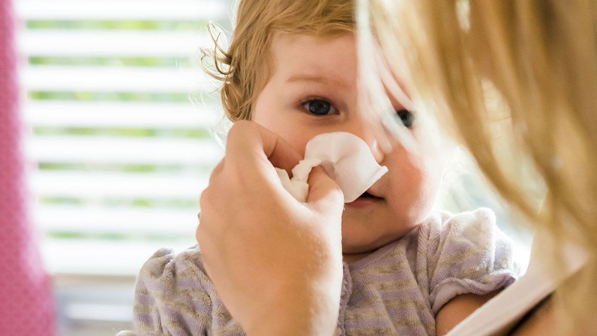 mama sterge nas copil bolnav colectivitate