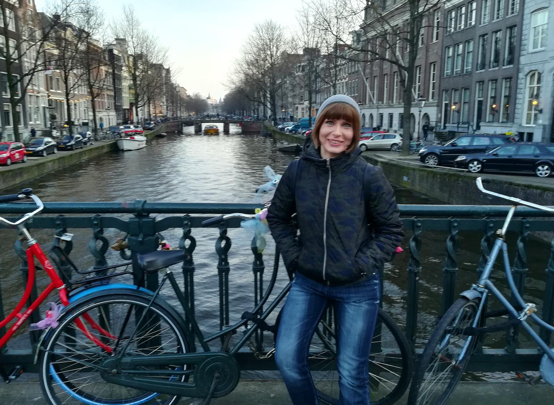 georgiana idriceanu amsterdam canal biciclete