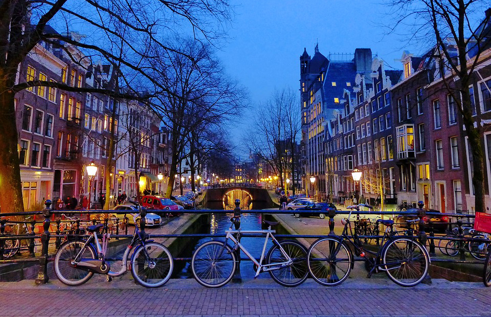 amsterdam canal biciclete