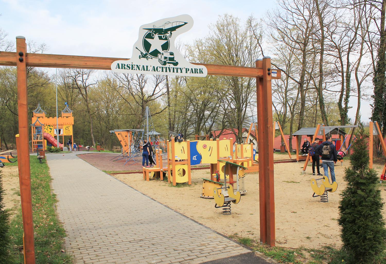 loc de joaca copii exterior arsenal park orastie