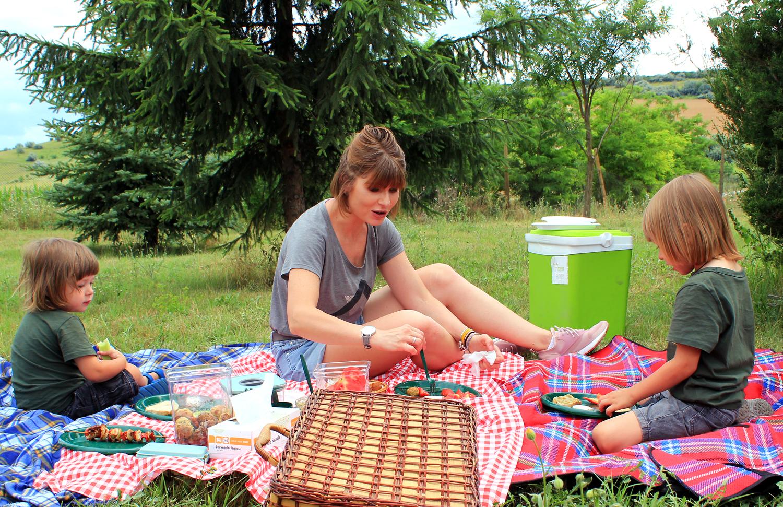 picnic femeie copii cutii depozitare neoflam mega image