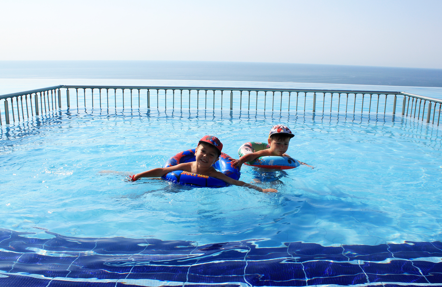 infinity pool copii topola skies resort spa
