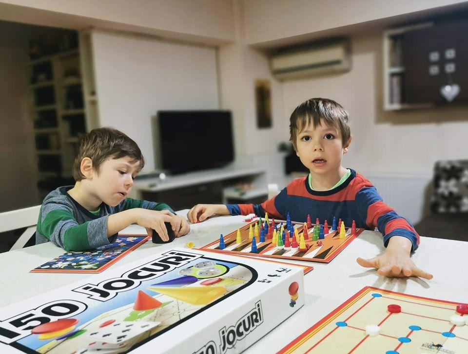 copii jocuri acasa izolare
