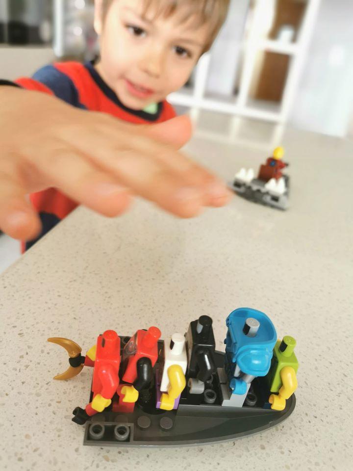 baiat constructie lego idei sifonier costume
