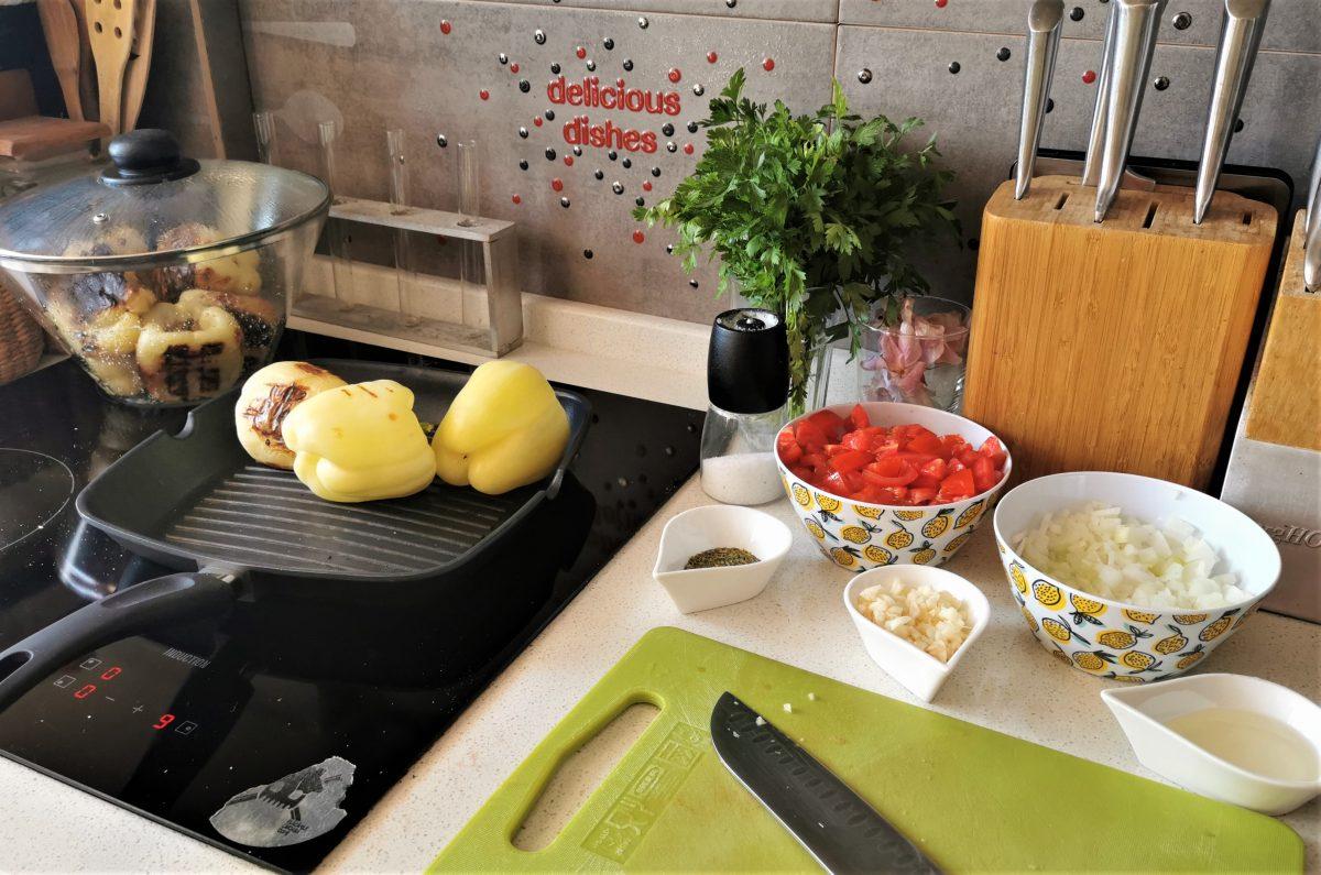 ingrediente mancare ardei copti rosii usturoi