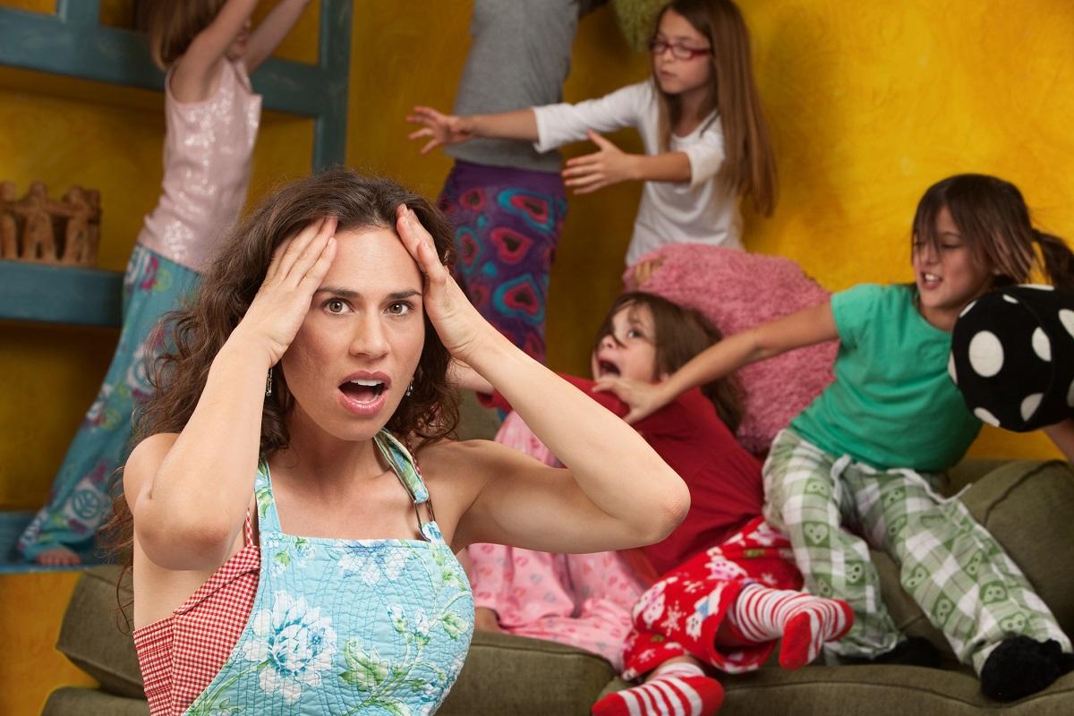 mama obosita petrecere copii