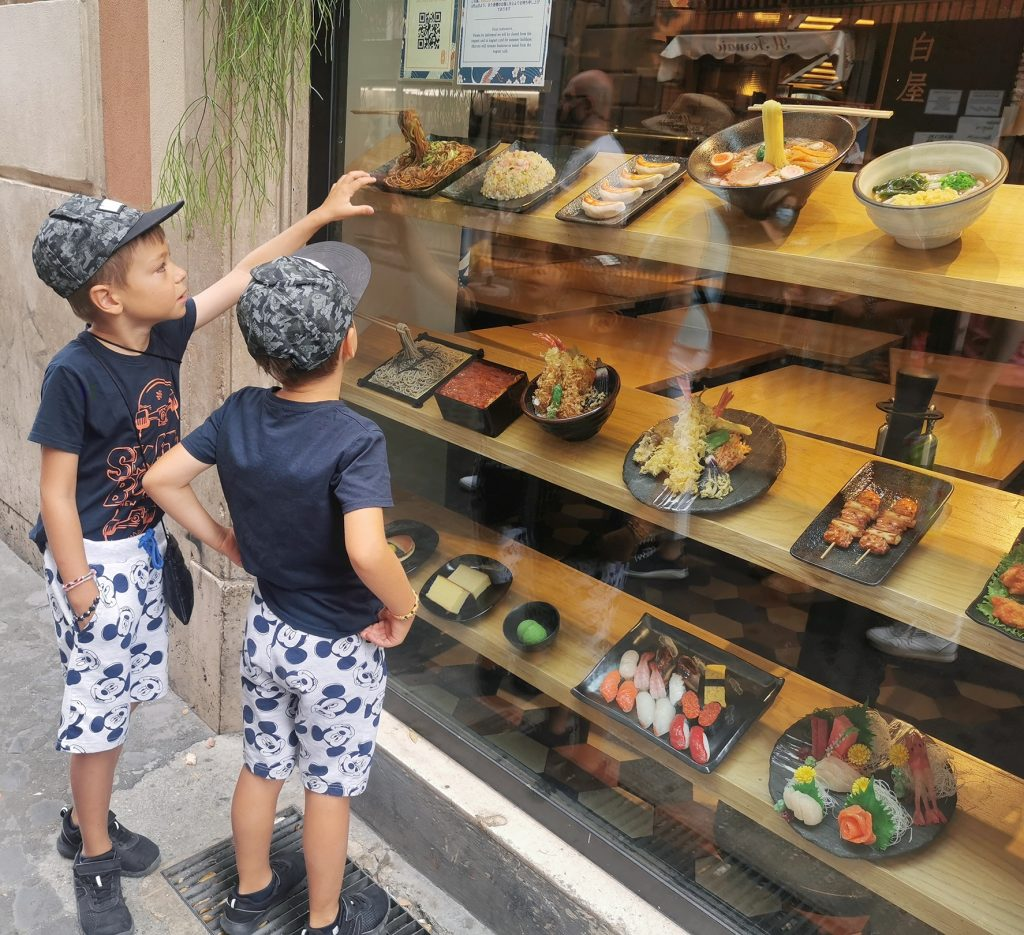 cu copiii la roma cumparaturi