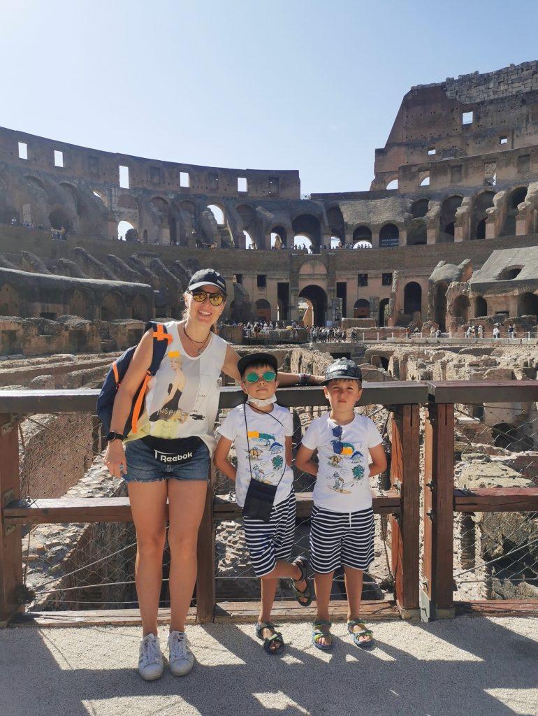 cu copiii la roma colosseum